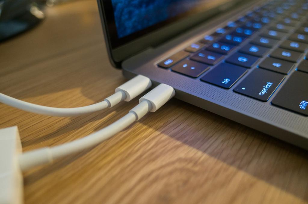 【2016】新型MacBook ProのThunderBolt3変換アダプタ、カードリーダー選びに注意
