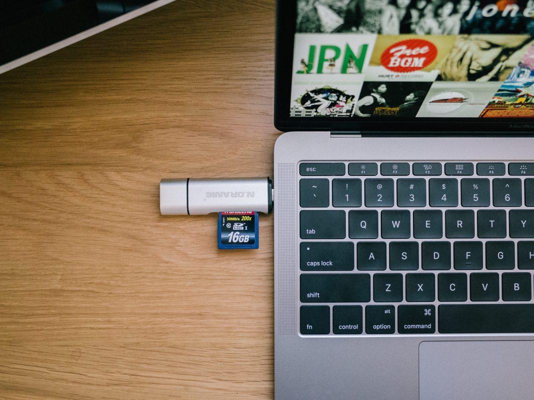 N.ORANIE USB-C SDカードリーダーをレビュー