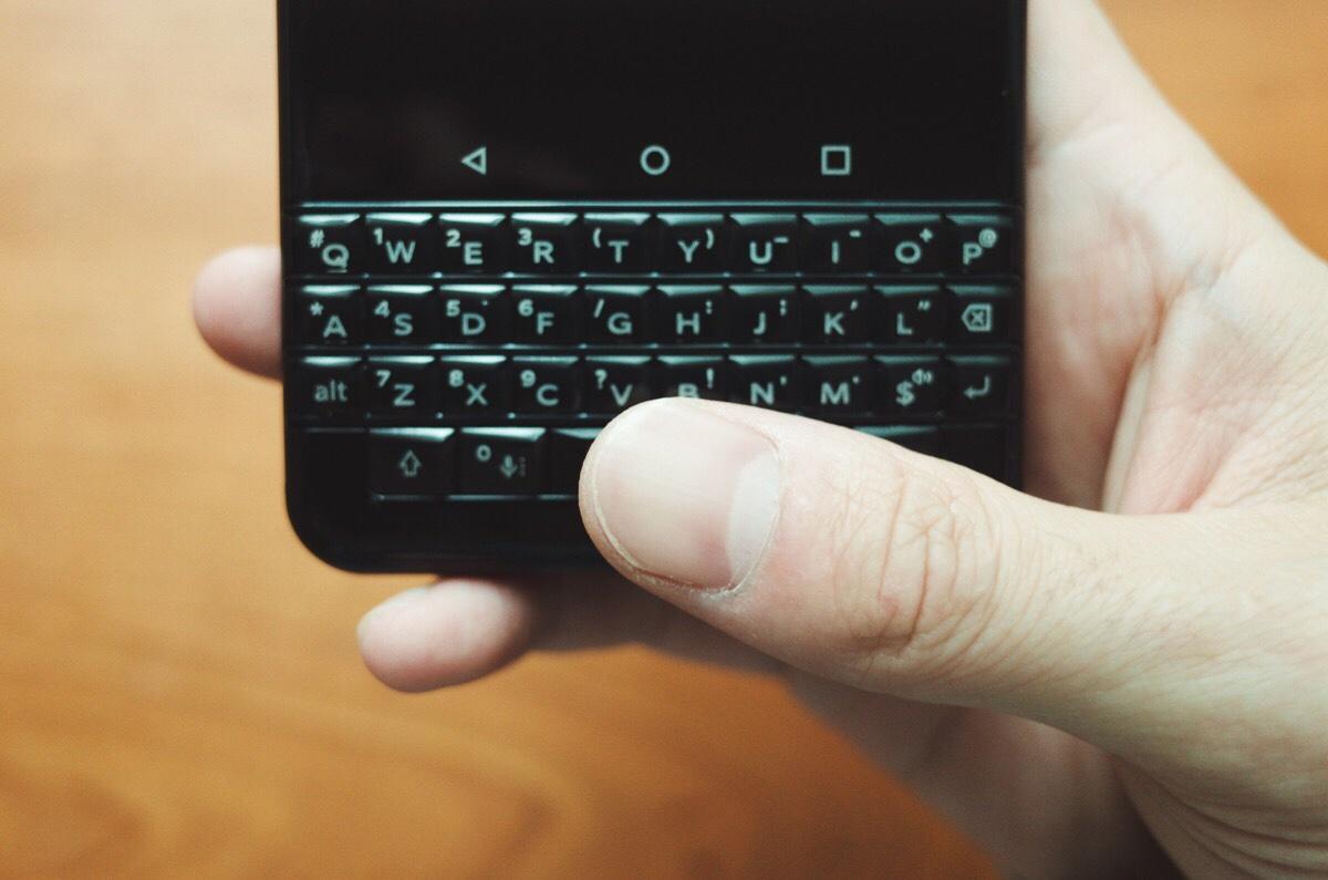 指紋認証の登録・編集 – BlackBerry KEYone