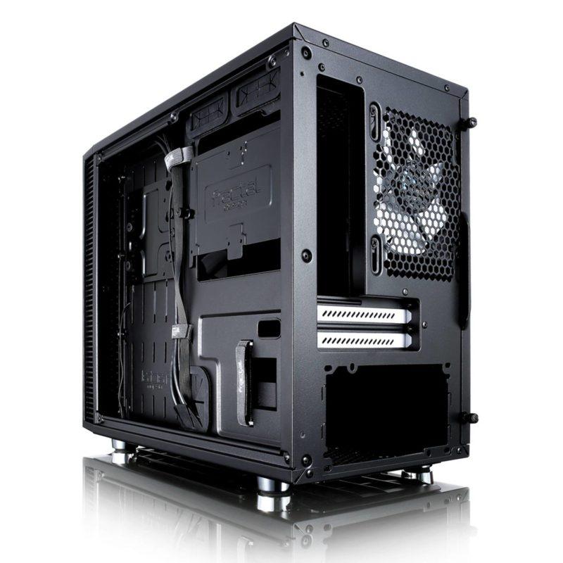 642157e989 こちらもFractral DesignのPCケース。対応フォームファクタがMini-ITXのみとなっているので、かなりの小型化されているみたい。  今のところスペース的にもマザボの ...