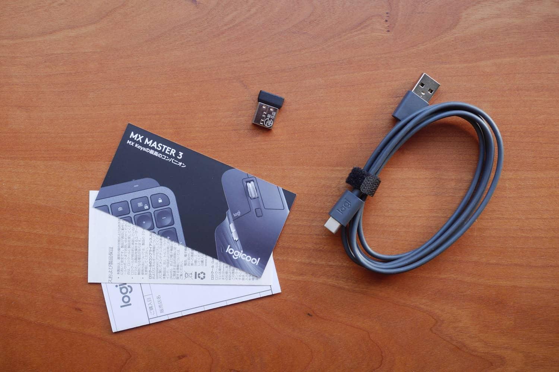 MX Keysの付属品 / マニュアル、USB-C - USB-Aケーブル、Uniflyingレシーバ