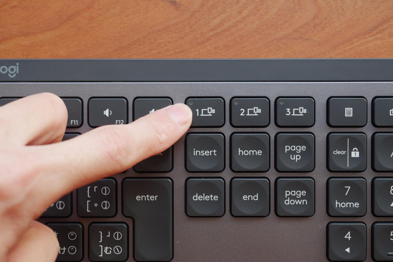 MX Keysのペアリング切り替えボタン