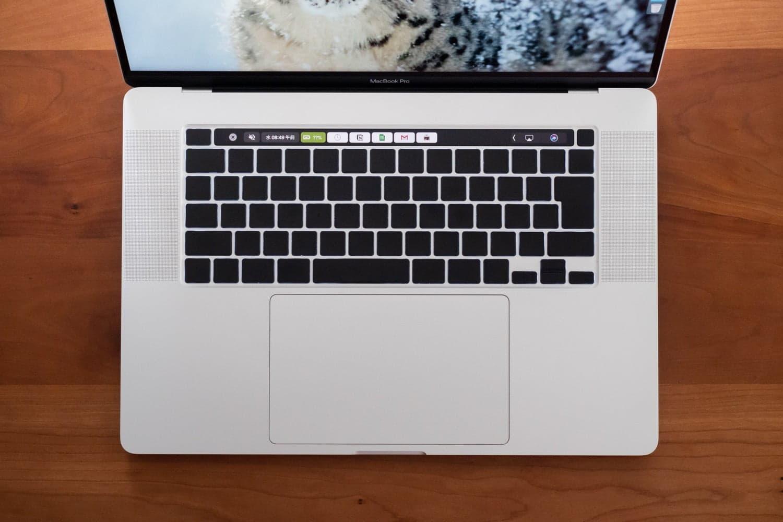 MacBookを無刻印化にするブラックアウトステッカー。テカリ防止にも